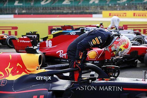 """Verstappen fala de segundo lugar com """"sorte e azar"""" nas voltas finais em Silverstone"""