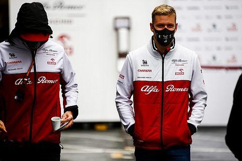 Em busca de vaga na F1 e título da F2, Mick Schumacher diz que usa dicas do pai Michael