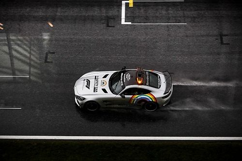 Ilyen lehetetlenek voltak a körülmények az F3-as versenyen az esőben