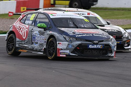Thruxton BTCC: Ingram fends off Cammish for second win