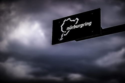 «Немецкая Сибирь». Феттель ужаснулся погоде на «Нюрбургринге»
