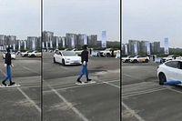 Biztonsági bemutatón szakította le egy próbababa lábát egy Tesla Model 3