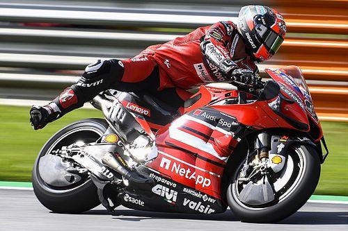 Выставил ногу, махал руками, показал средний палец. Два пилота MotoGP повздорили на квалификации в Шпильберге