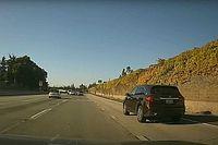 """Videó: Túl jól sikerült az """"oktatás"""" az autópályán, felborult egy Mazda és egy Toyota"""