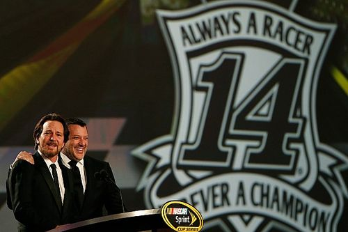 "Tony Stewart ""honored"" by surprise guest at NASCAR Awards"