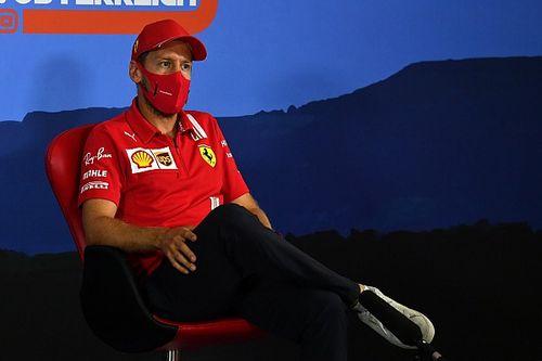 Figyelmeztették a Ferrarit és a Red Bullt a protokollok betartására