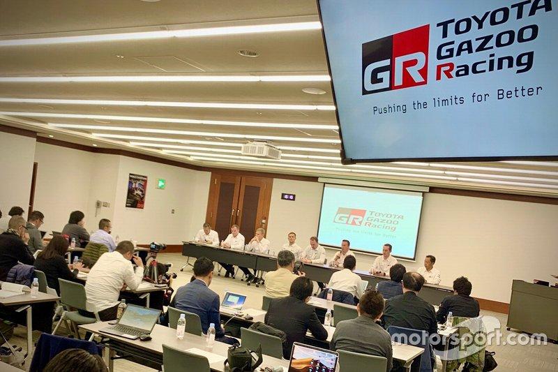 Гонщики Toyota в штаб-квартире TGR
