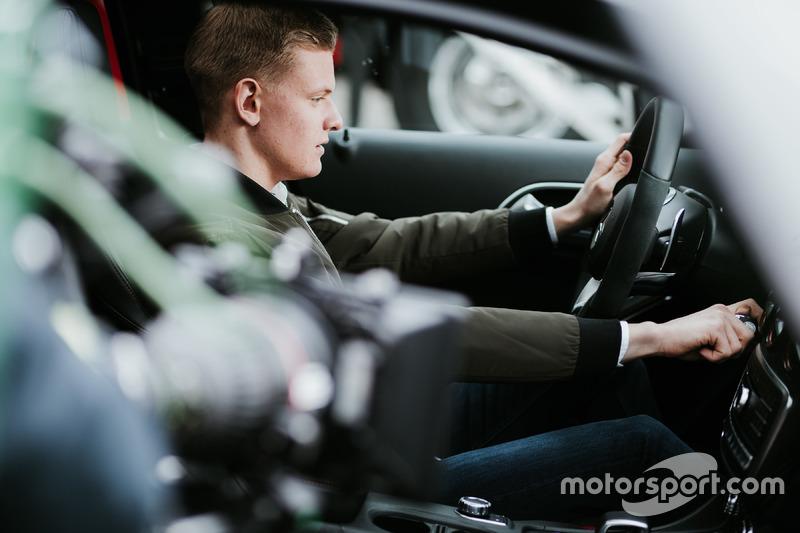 米克·舒马赫代言梅赛德斯奔驰汽车