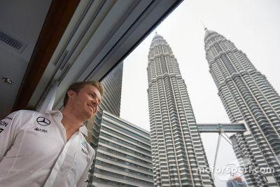 Visita de Nico Rosberg a Petronas
