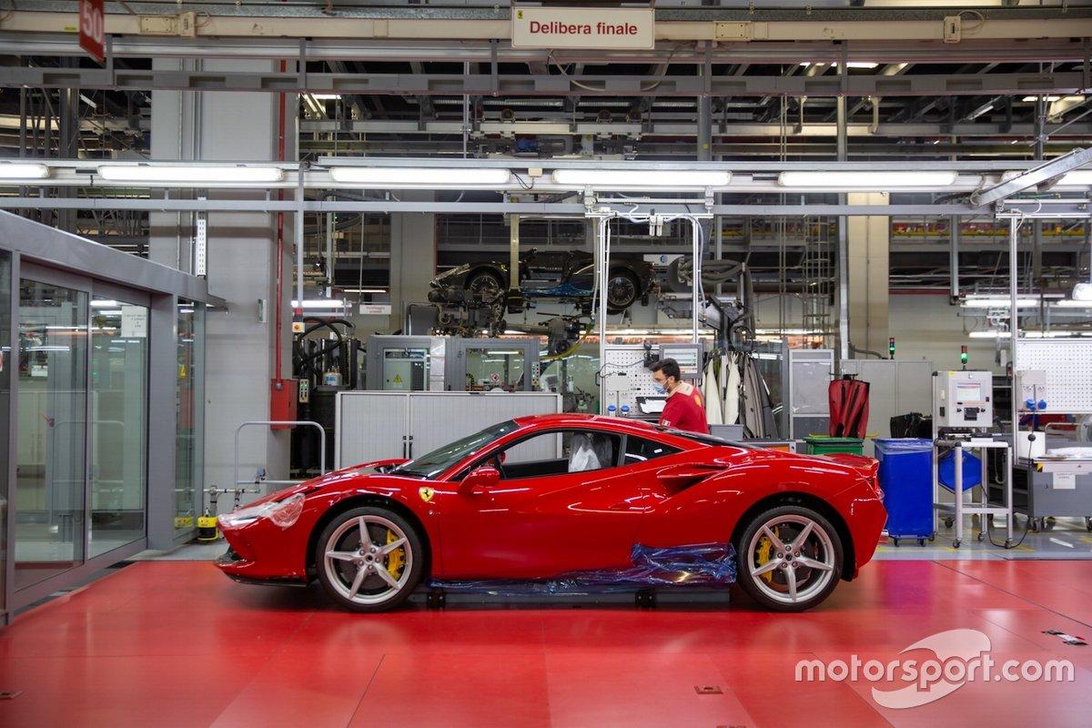 Ferrari fabrikası yeniden çalışıyor