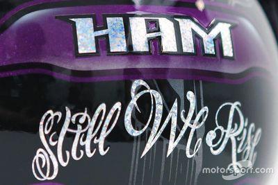 Lewis Hamilton casco negro