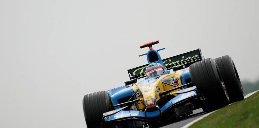 Alonso storms to pole for British GP