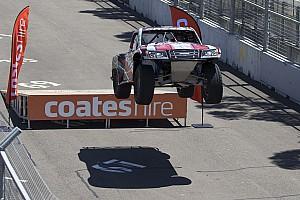 Supercars Самое интересное Феерия в Аделаиде: лучшее гоночное видео уик-энда