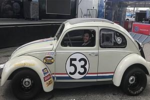 NASCAR Sprint Cup Noticias VIDEO: Daniel Suárez da un paseo con Herbie