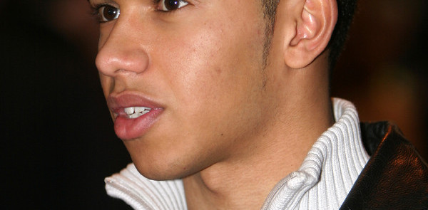 Hamilton lands ART GP seat for 2006