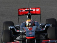 Horner tips Hamilton to knock at Red Bull