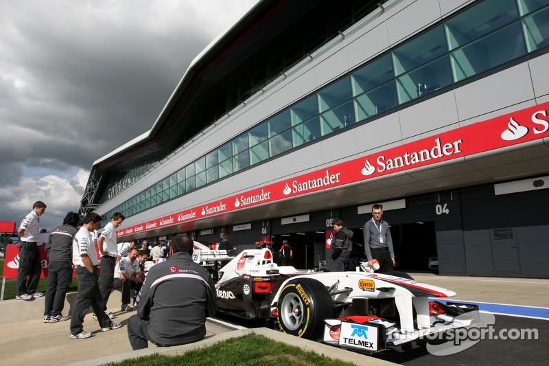 Mixed Reaction As F1 Checks Out New Silverstone