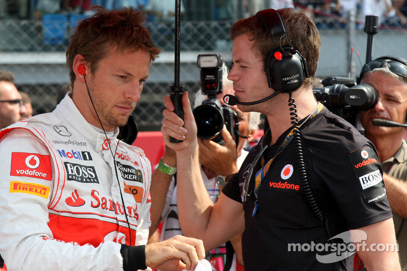 Button says Ferrari rumours 'hilarious'