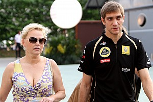 Formula 1 Renault gives Petrov 'stay or go' deadline - manager
