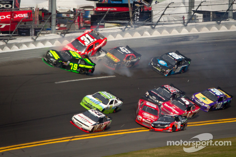 Mike Wallace has great run at Daytona cut short by multi-car wreck