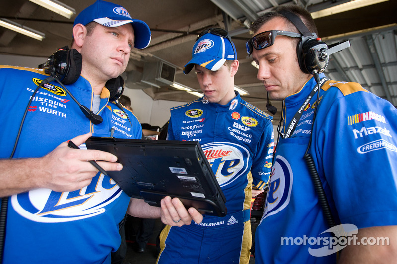 Keselowski expects improvement this time at Phoenix