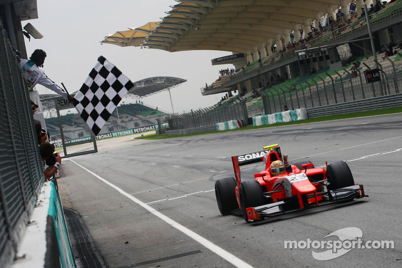 Razia beats Valsecchi for race 1 victory in Sepang