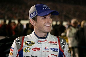 NASCAR Cup Kahne zips around short Martinsville oval for pole