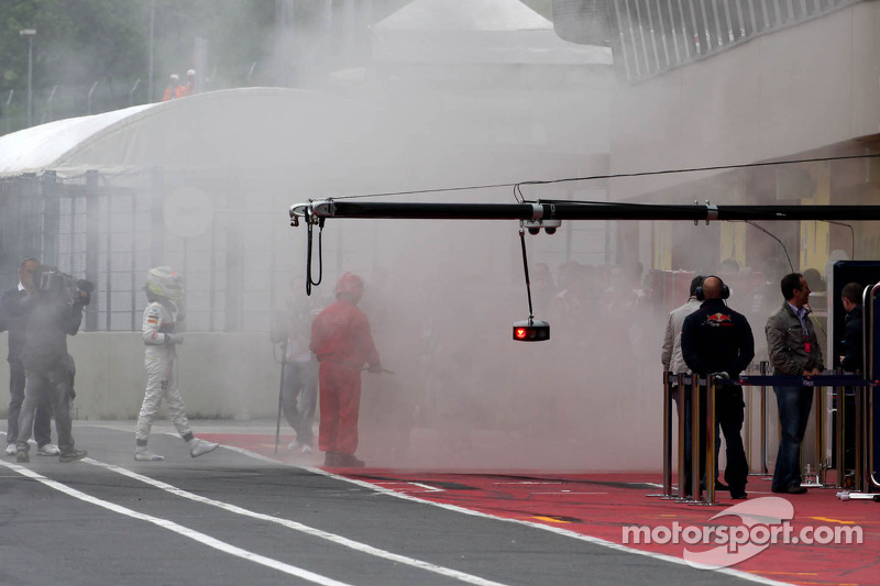Perez treated after 'acrid' smoke incident
