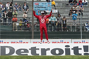 IndyCar Scott Dixon snares his first pole of 2012