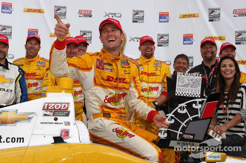 Ryan Hunter-Reay excels at the Milwaukee Mile