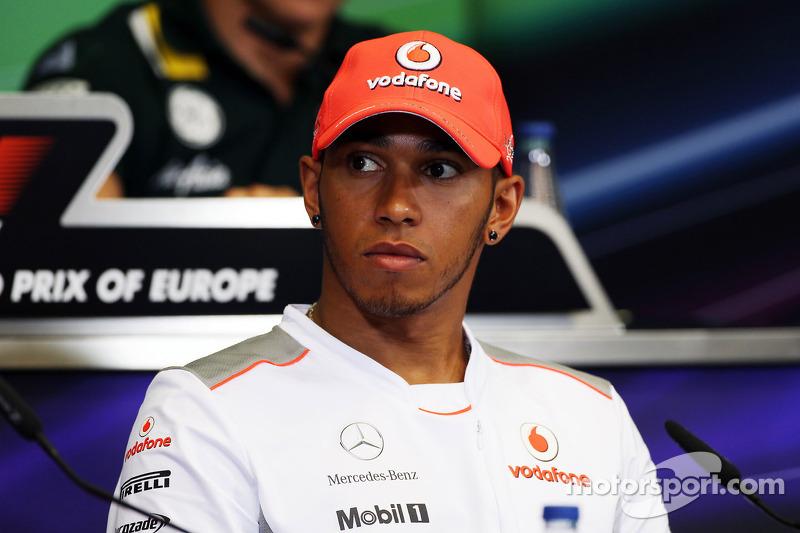 Hamilton to negotiate with McLaren over trophies