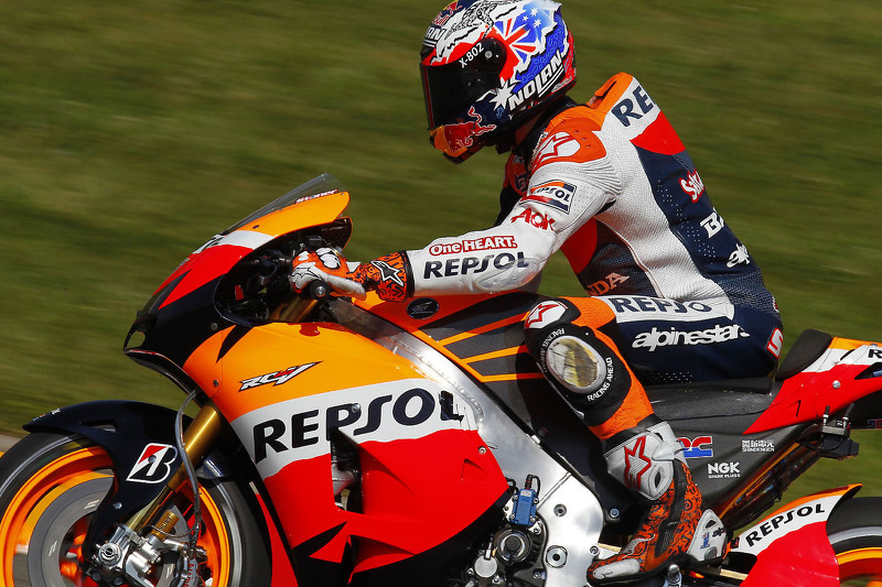 Stoner snatches pole at rain soaked Sachsenring