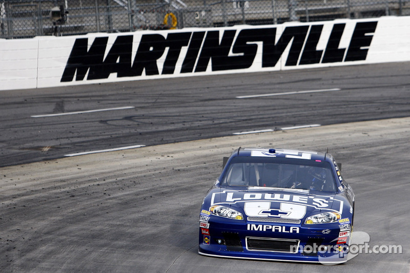Johnson wins Martinsville 500, nets Chevrolet Manufacturers' title