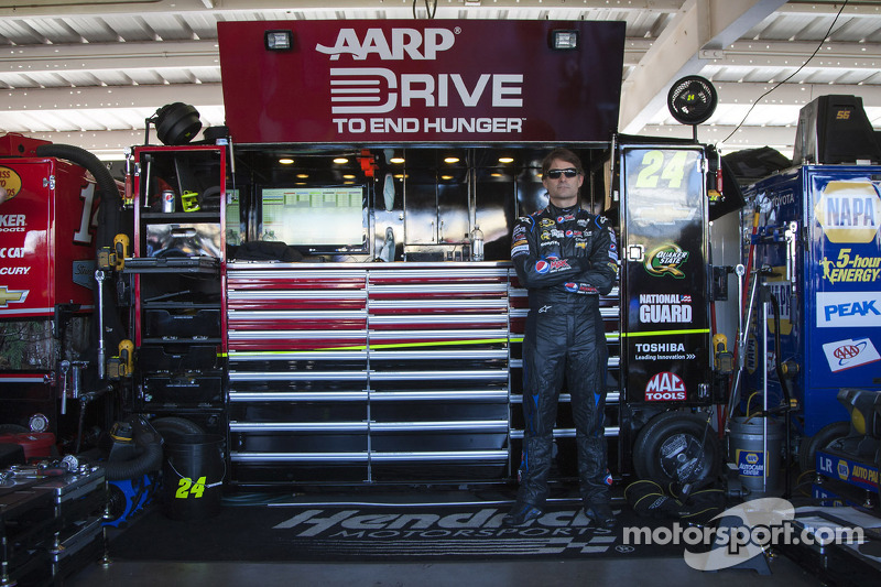 Jeff Gordon leaves Bristol behind as he heads west to Southern California