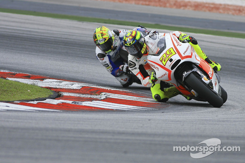 Challenging day for Andrea Iannone in Jerez