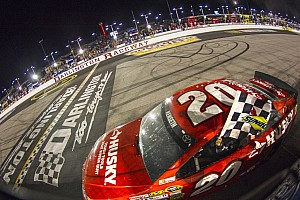 NASCAR Cup Race report Kenseth tames the Lady in Black to take the Darlington 500 victory