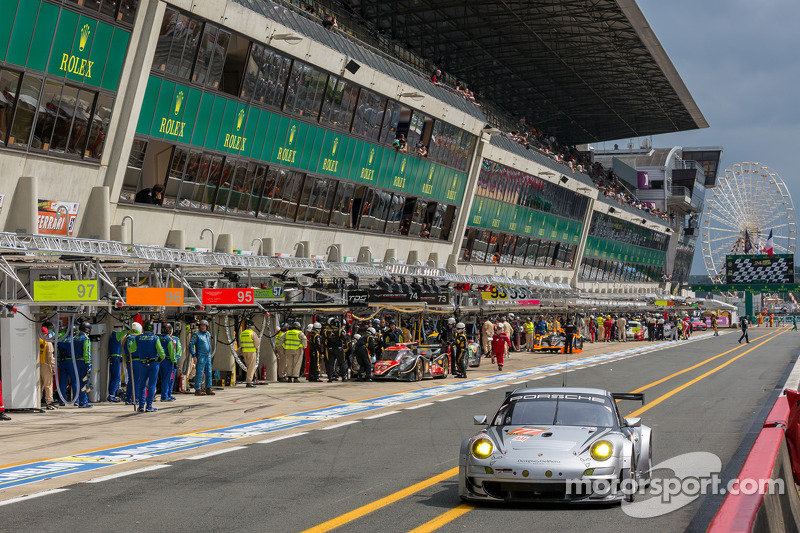 Dempsey Del Piero Racing among class leaders at the halfway mark