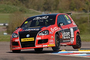 BTCC Race report Encouraging signs for AmDTuning.com on challenging weekend at Snetterton