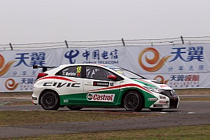 WTCC Race report Honda Civics 1, 2 and 3 in Shanghai with Monteiro victory