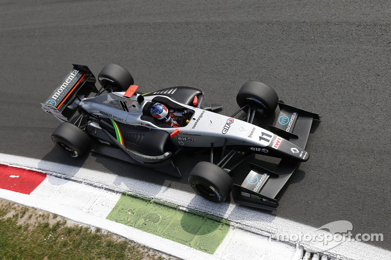Stevens wins and Sorensen flips in Formula Renault 3.5 season opener