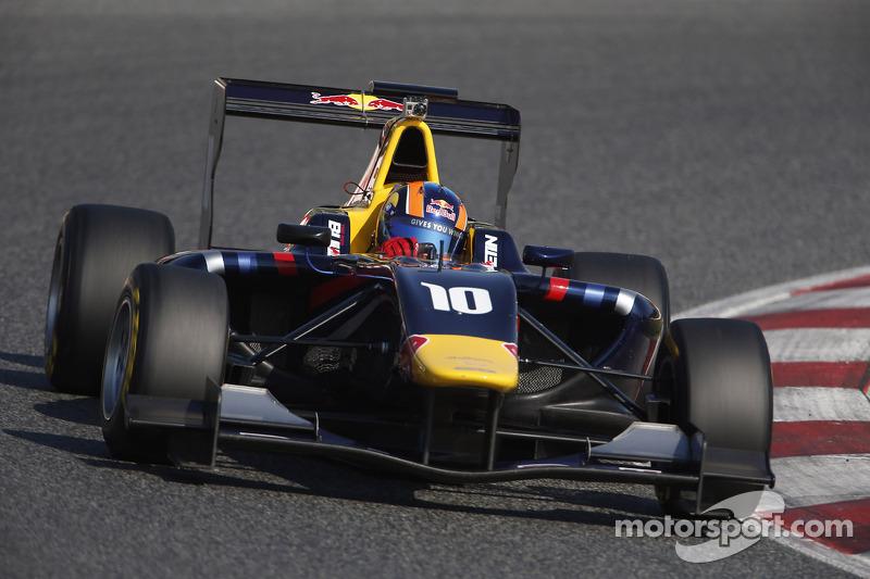 Alex Lynn triumphant in Barcelona Race 1