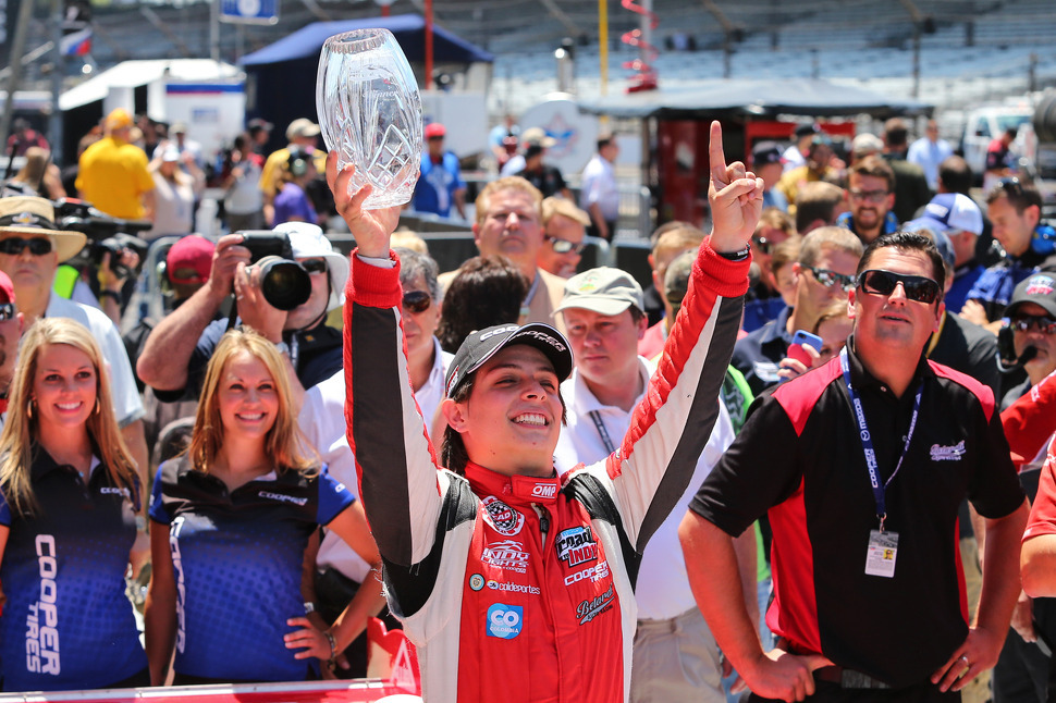 Chaves steals win from Brabham in Indy