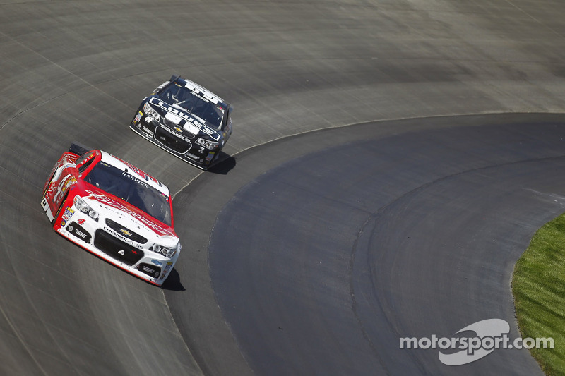Harvick shows speed