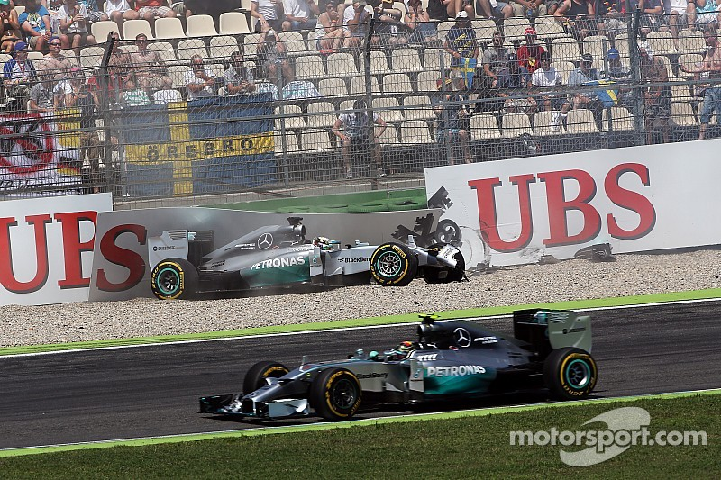 Mercedes points finger at disc supplier as the cause of Hamilton's crash