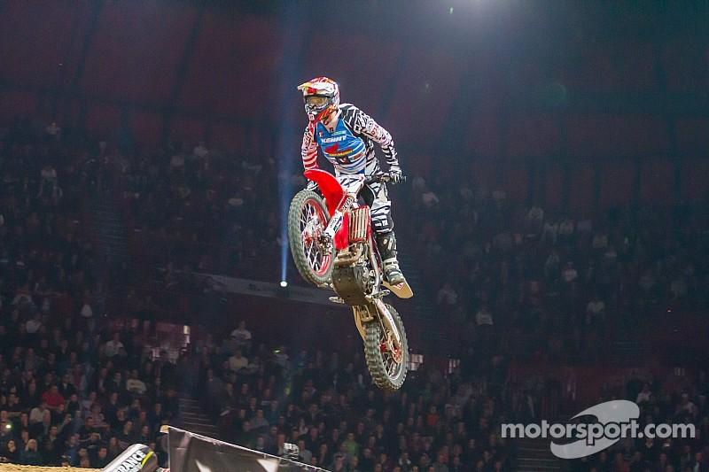 Monster Energy Supercross kicks off 2015 Saturday night