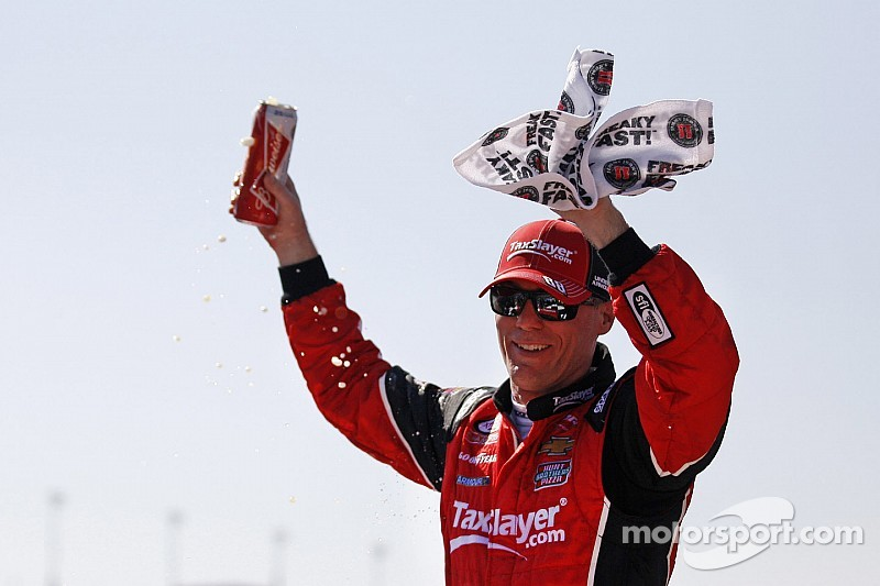 Kevin Harvick kicks off Fontana weekend with Xfinity win