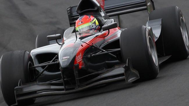 Grosjean vince e sale in testa al campionato