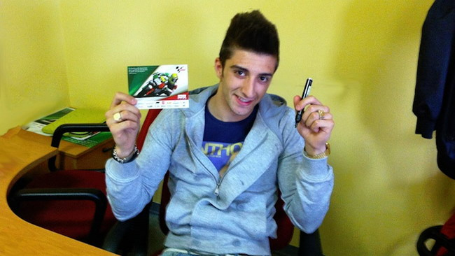Vuoi l'autografo di Iannone? Puoi averlo con Facebook!