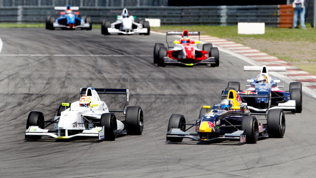Bella vittoria per Frijns in gara 1 al Nurburgring