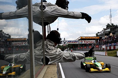 Martin vince gara-2 a Zolder